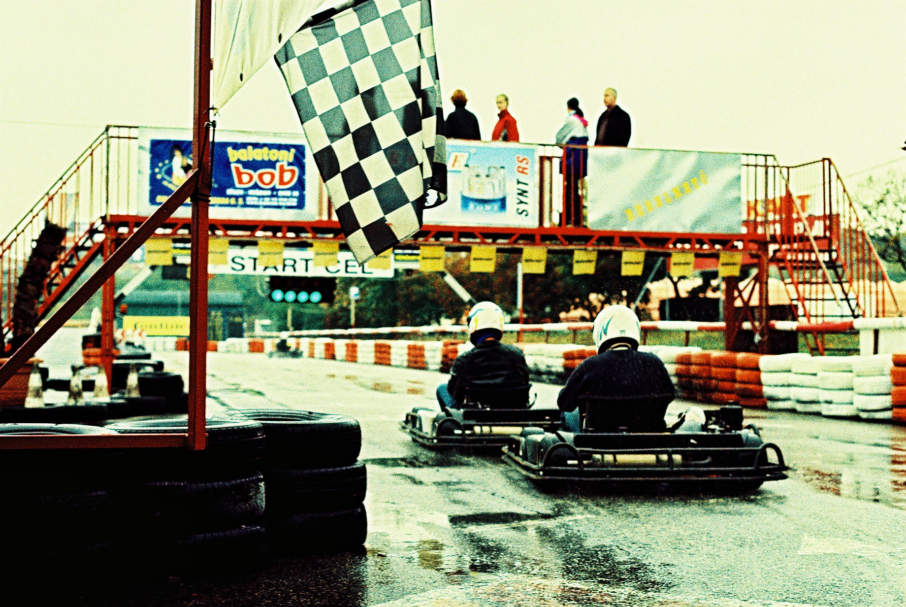 Karting ext rieur enterrement vie de gar on riga evg for Karting exterieur